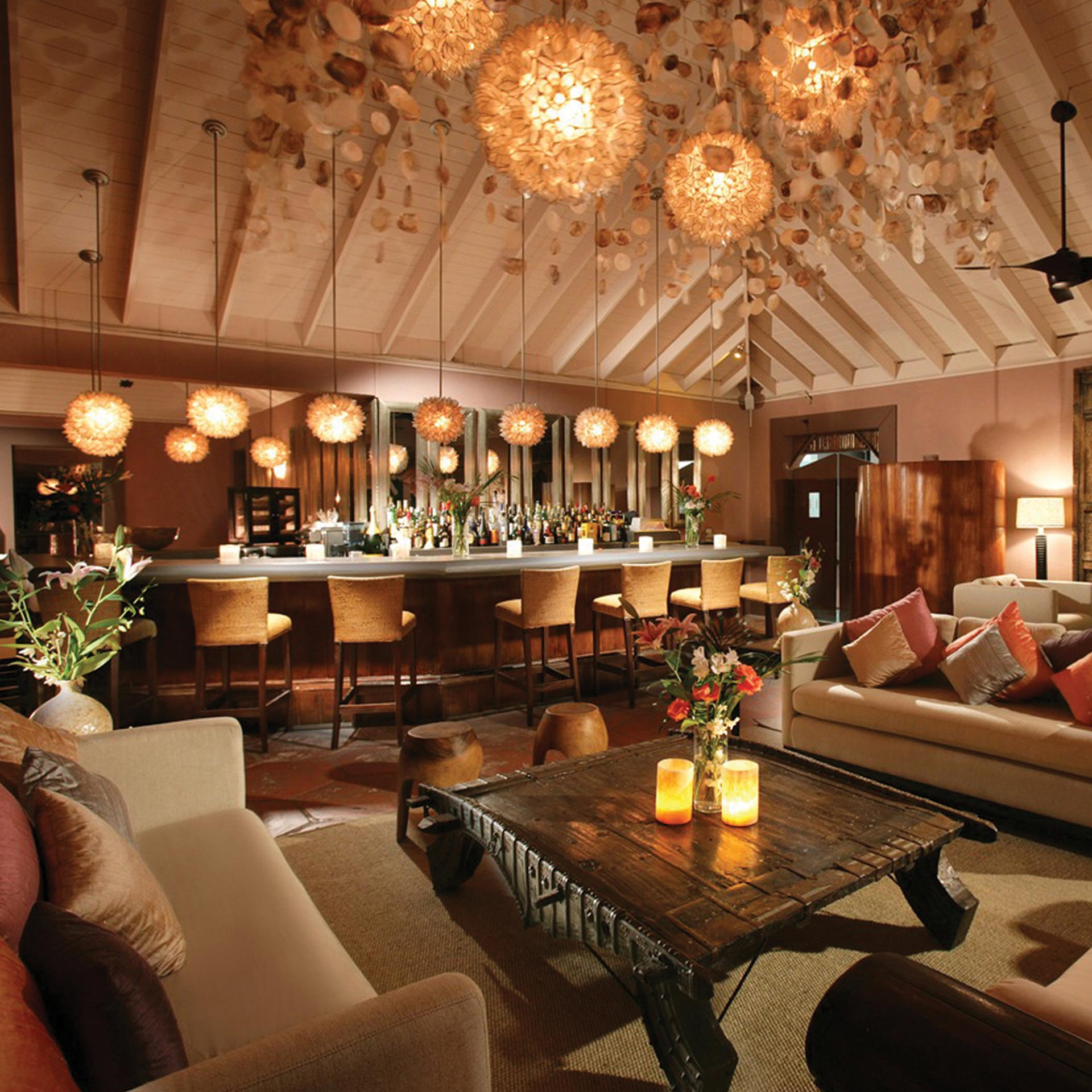 Lobby bar at night | Luxury real estate marketing | Pink Sands